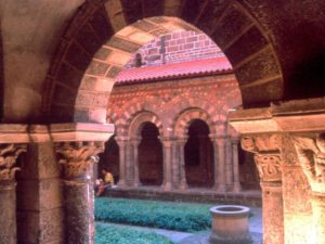 Cloître du Puy-en-Velay, Abbayes et prieurés, Haute-Loire, Auvergne