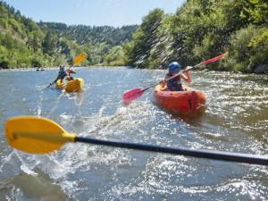 Canoë sur la Loire en amont de Bas-en-Basset, Sports en eaux vives, Loisirs de pleine nature, Pays du Velay, Haute-Loire, Auvergne