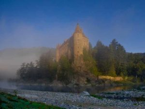 Château de Lavoûte Polignac surplombant la Loire à Lavoûte-sur-Loire, Haute-Loire, Auvergne