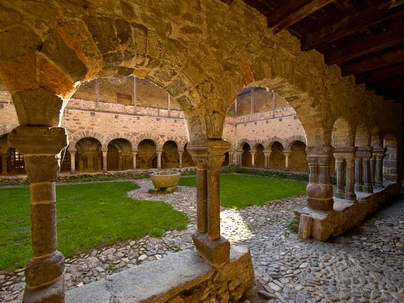Cloître de la cathédrale Notre-Dame du Puy-en-Velay, Edifice religieux du Pays du Velay Haute-Loire, Auvergne