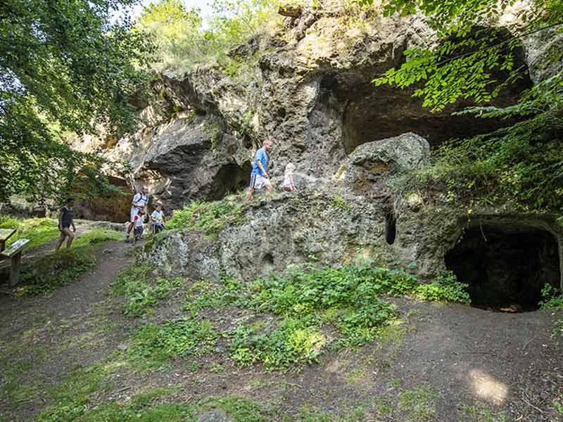 Les Grottes de Couteaux, Lantriac, Pays du Velay, Haute-Loire, Auvergne