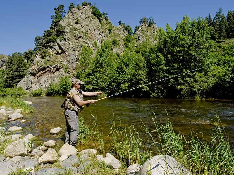 Pêcheur en bord de Loire, la pêche dans le Velay, Haute-Loire, Auvergne