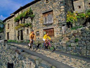 cyclo et VTT dans les Gorges de l'Allier au Pays de Lafayette, Haute-Loire, Auvergne