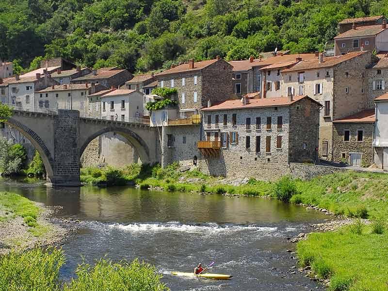 Village de Lavoûte-Chilhac au coeur des Gorges de l'Allier, Haute-Loire, Auvergne