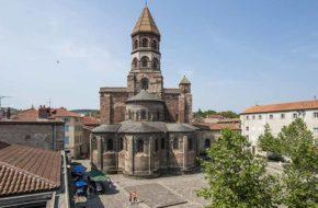 La basilique Saint-Julien de Brioude, villes et villages fleuris, Haute-Loire, Auvergne