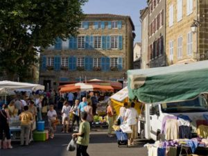 Langeac - 2 fleurs, jour de marché, villes et villages fleuris, Haute-Loire, Auvergne