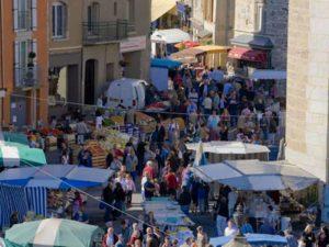 Yssingeaux jour de marché, villes et villages, fleuris, Haute-Loire, Auvergne