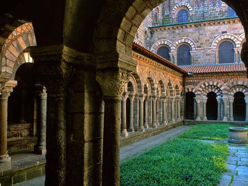 Cloître de la cathédrale du Puy-en-Velay classé monument historique, Haute-Loire, Auvergne