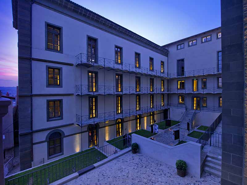 Hôtel Dieu du Puy-en-Velay, patrimoine mondial de l'humanité classé Unesco, Haute-Loire, Auvergne