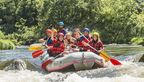 Sortie en famille pour du rafting en Auvergne dans les gorges de la Loire