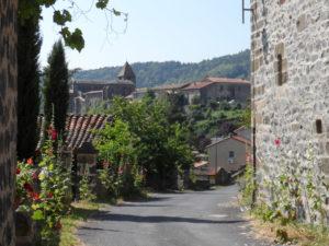 Village de Chanteuges, Boucle moto à la journée : Plateaux et gorges en Margeride, Haute-Loire, Auvergne