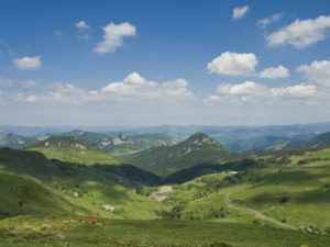 Massif du Mezenc, Boucle moto à la journée : La route de l'angle en Velay, Haute-Loire, Auvergne