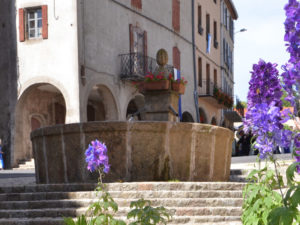 Village de Pradelles, Boucle moto à la journée : Le Midi de l'Auvergne… au fil de l'eau, Haute-Loire, Auvergne