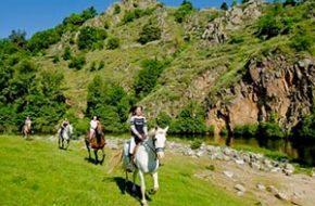 A cheval, à poney ou à dos d'âne