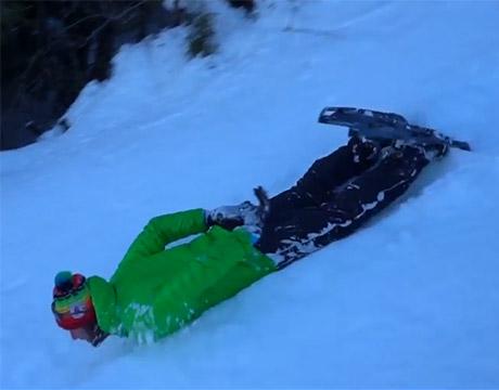 Glisser à plat ventre, dévaler et même avaler un peu de neige en Auvergne !
