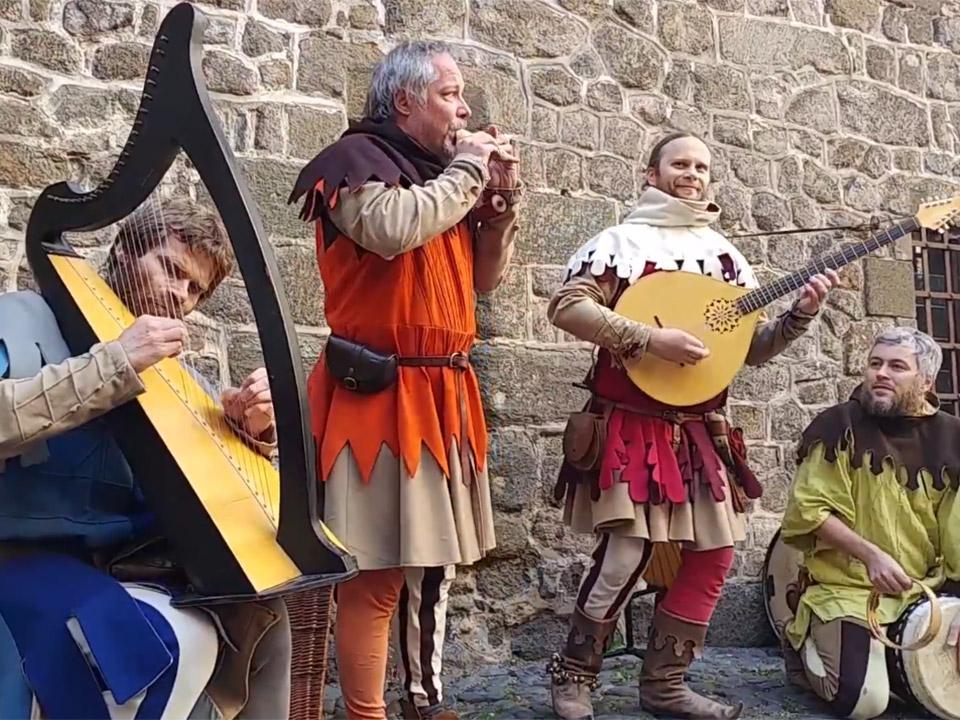 Musiciens lors des fêtes du Roi de l'Oiseau en Haute-Loire