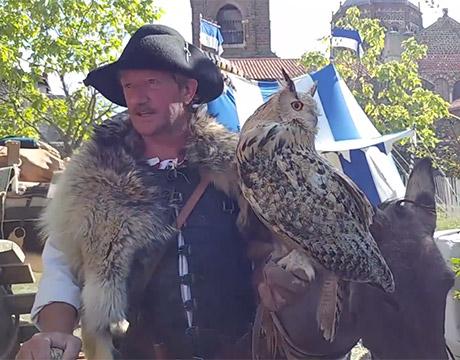 Animaux et spectacles durant les fêtes du Roi de l'Oiseau au Puy-en-Velay