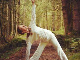 EVE_Retraite de Yoga sur 4 jours au sein de la nature Altitude 999_posture yoga