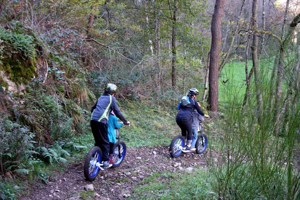 Descente-dirt-scoot-J.-Feybeysse—Ecole-de-Pagaie-du-Velay-WEB