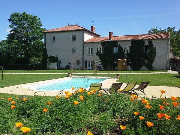 Gite piscine auvergne auvergne vacances g tes for Auvergne gites avec piscine