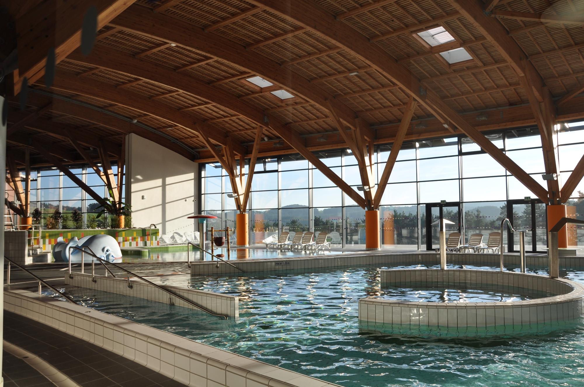 Centre aquatique l 39 ozen auvergne vacances for Piscine la charite sur loire