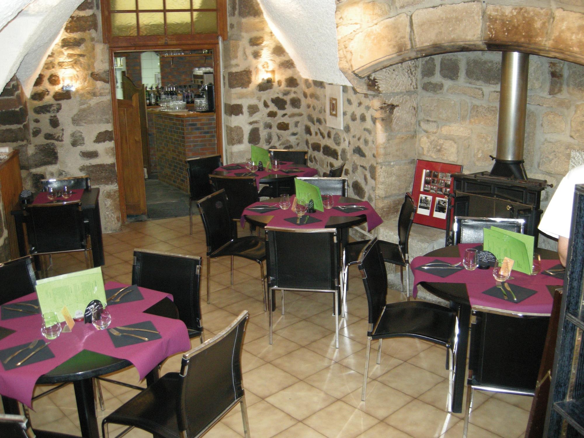 Le 14 restaurant restaurants auvergne vacances for Auvergne cuisine traditionnelle