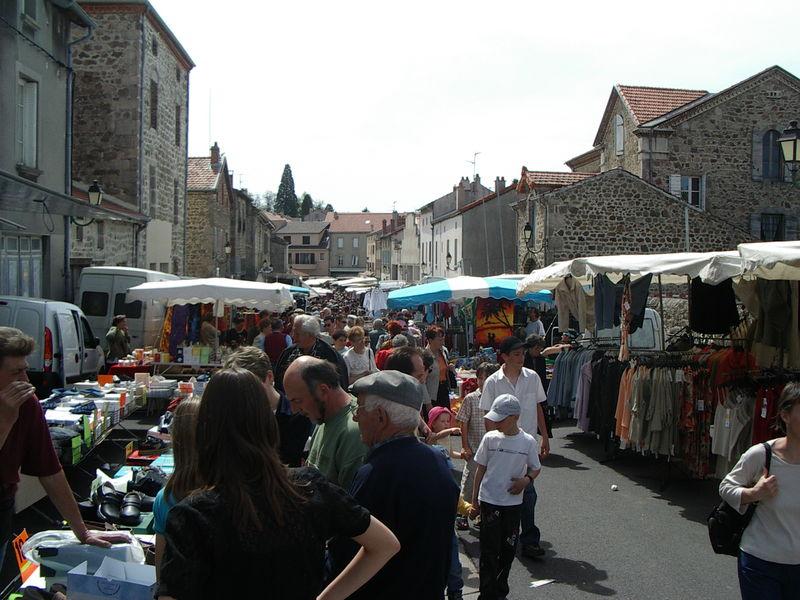 Marché à Montfaucon en Velay