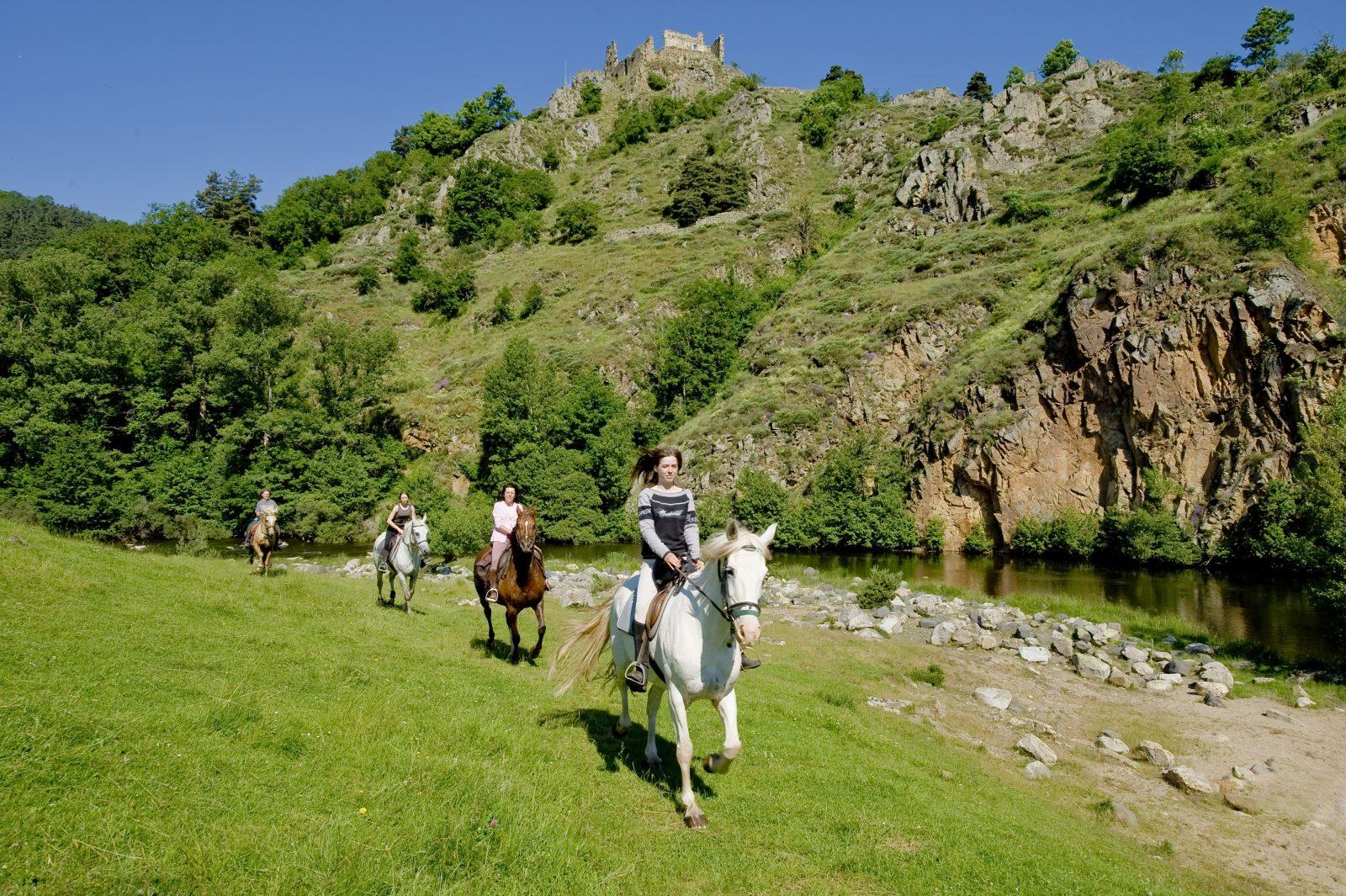 SEJ_Séjour Trappeur: Pêche À Cheval au Fil de la Loire Sauvage_balade à cheval en bord de Loire