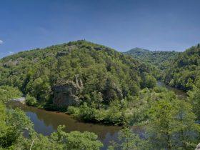SEJ_Vallee et Gorges de l'Allier, sur les Pas de Lafayette_les gorges de l'Allier entre Poutès et Monistrol d'Allier