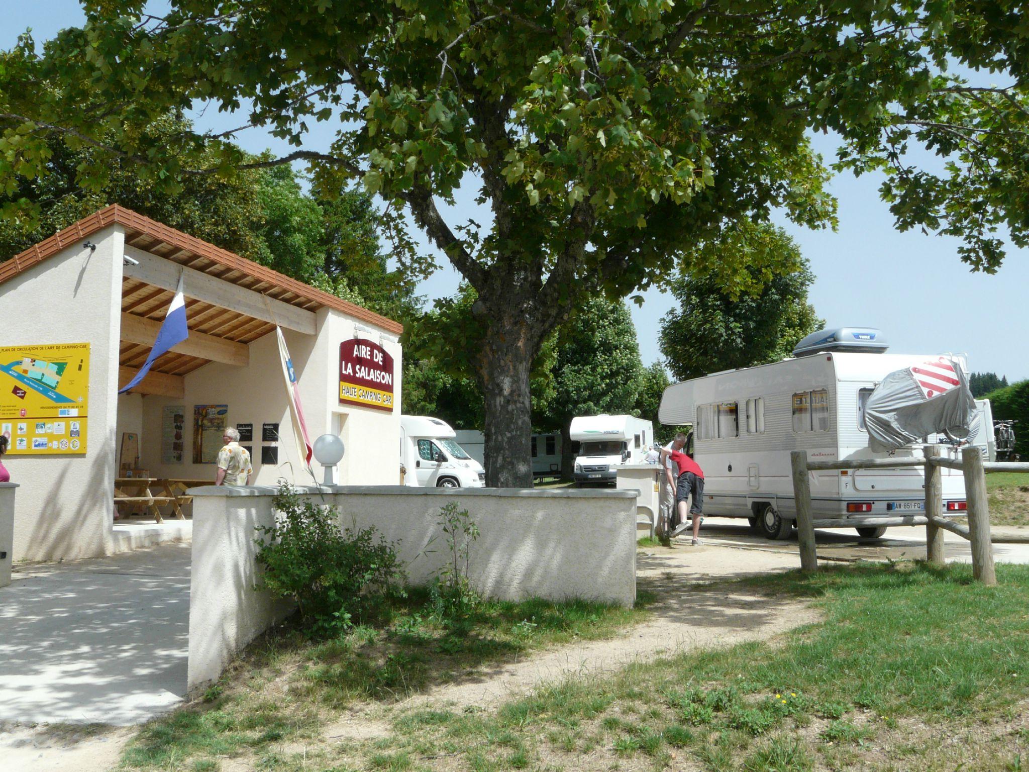 Aire-de-Camping-Car-Pradelles