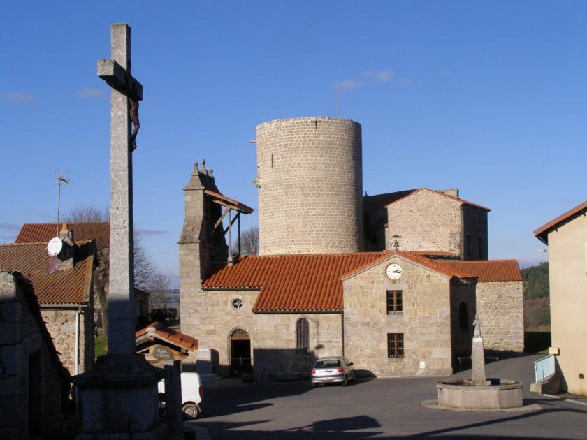 Château_d'Esplantas_vu_du_bourg