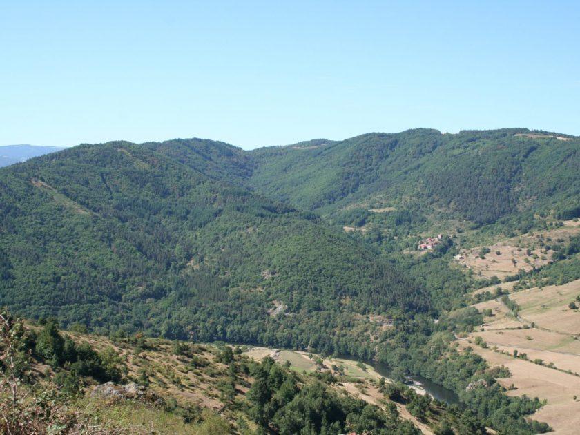 Vue sur vallée & village de Condros