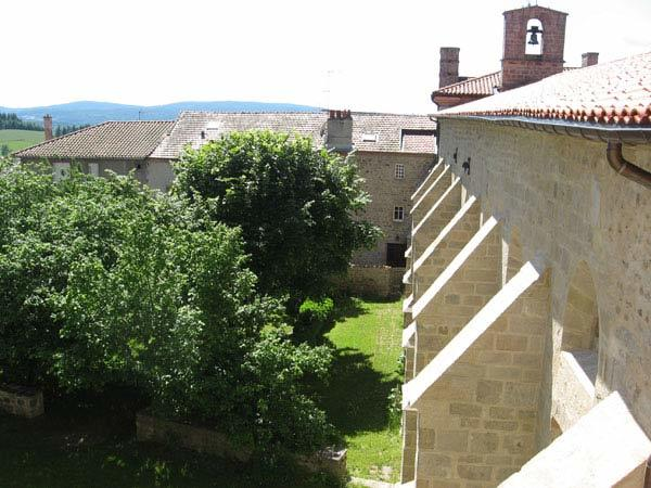 vue sur le cloître de l'Abbaye St Robert