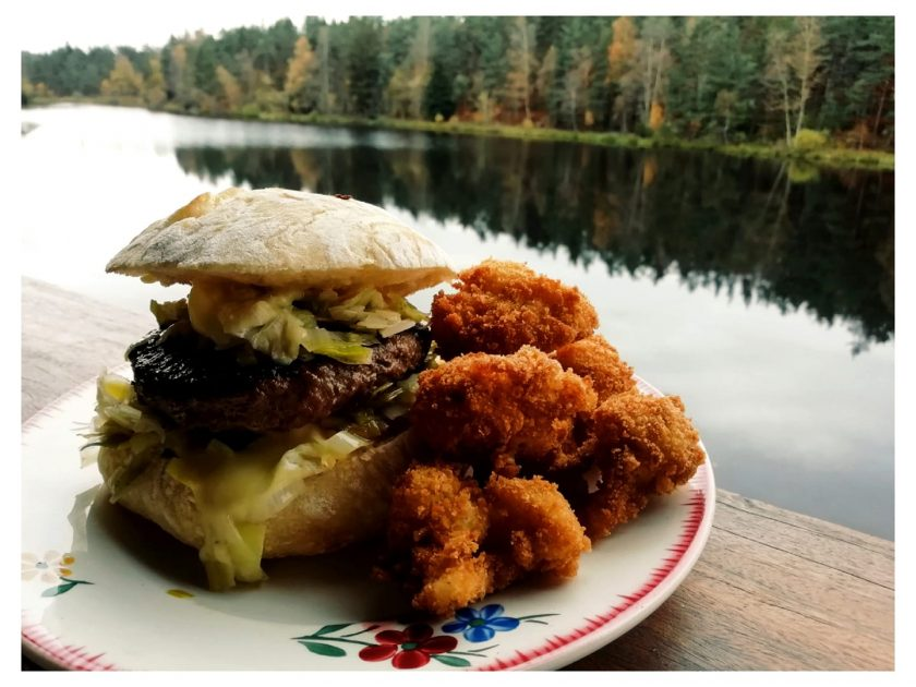 Vente à emporter- Burger fondue de poireaux au vin blanc, Saint Marcelin Et friture de choux fleur en fleurette, noix de muscade