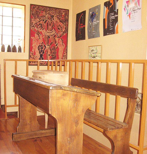 HEB_ Moulin de Pissoux_ancien bureau d'écolier