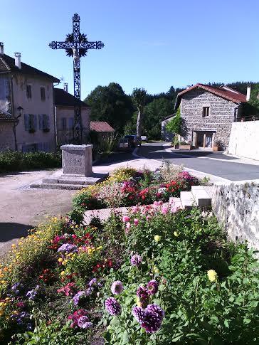 PCU_ Eglise St-Etienne_ Place de l'église fleurie