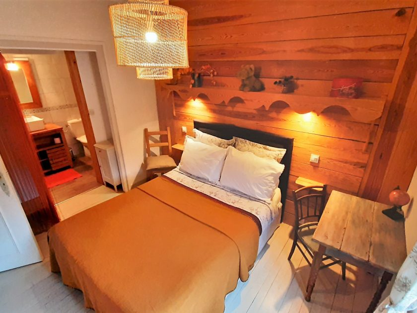 HEB_chambredhoteMaisonsouslesetoiles_chambre cassiopée intérieur bis