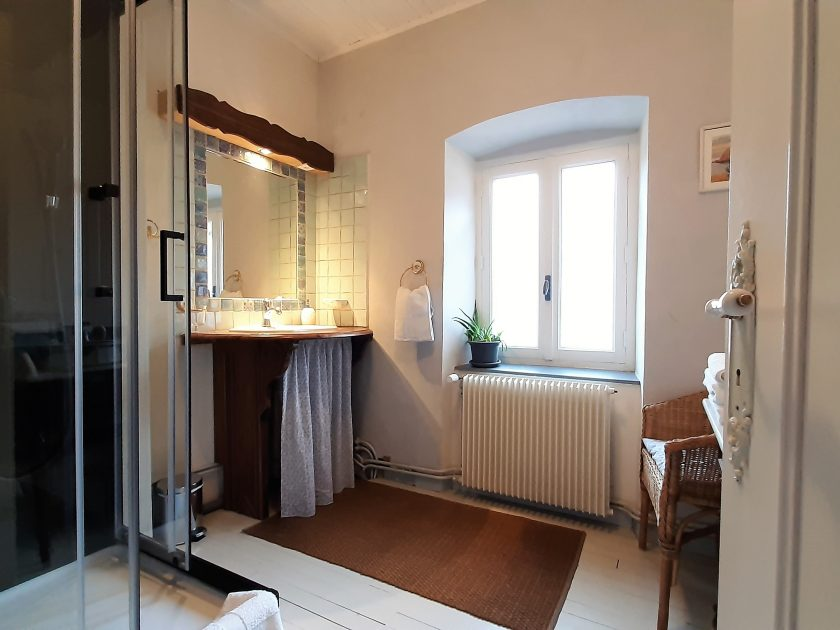 HEB_chambredhoteMaisonsouslesetoiles_chambre petite ourse_salle de bain