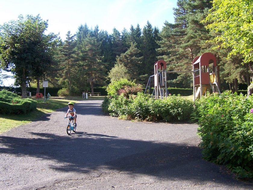 HEB_Camping municipal Les Prades_jeux extérieurs enfants
