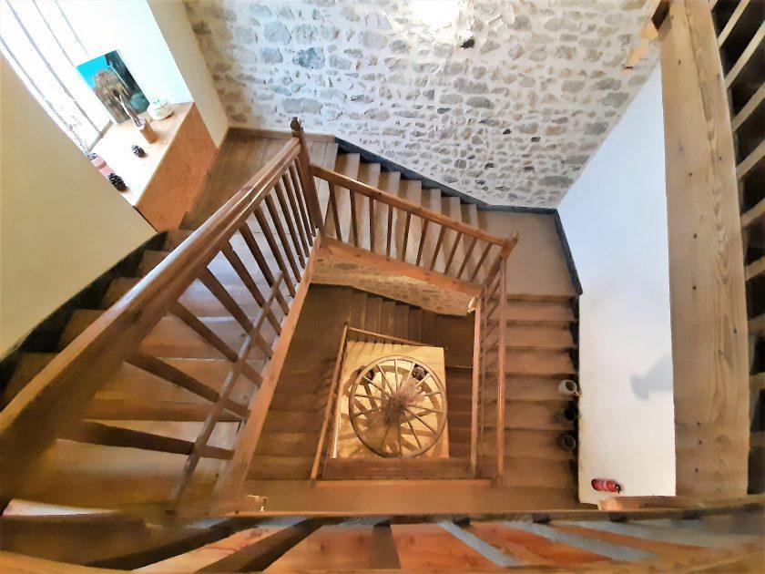 """HLO_Chambre d'hôtes """"Le clos de l'âtre""""_escalier en bois"""