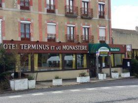 """HOT_Hôtel restaurant """"Monastère et Terminus""""_ façade"""