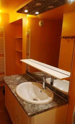 HLO_Le Gîte de la Ferme de Baffour_lavabo salle de bain