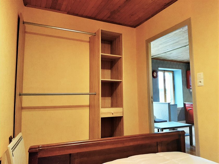 HLO_Meublé de M. Cyril RABASTE_chambre espace de rangements